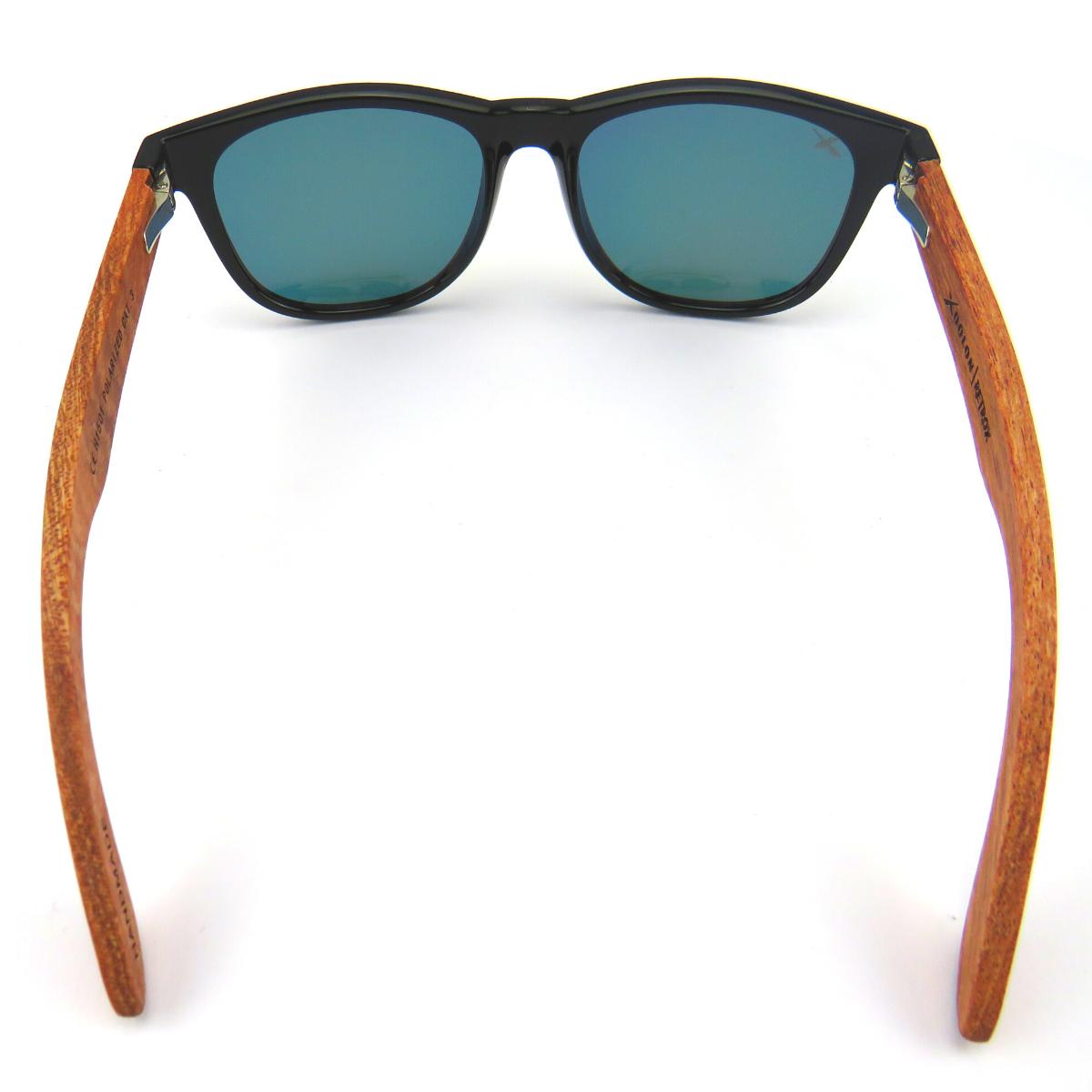 Occhiali da sole in bambu elegante